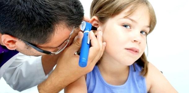 Здоров'я дитини восени: чому діти хворіють на отит і чим він небезпечний фото