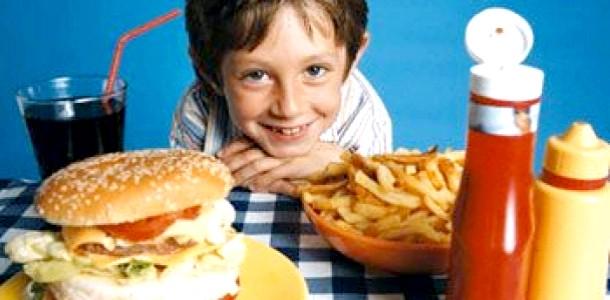 Здорове харчування: 3 міфи про фаст-фудах (відео)