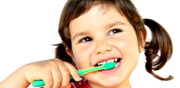 Здорові зуби: як вибрати зубну щітку (відео)