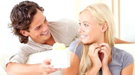 Жіночі хитрощі: як навчити чоловіка дарувати подарунки