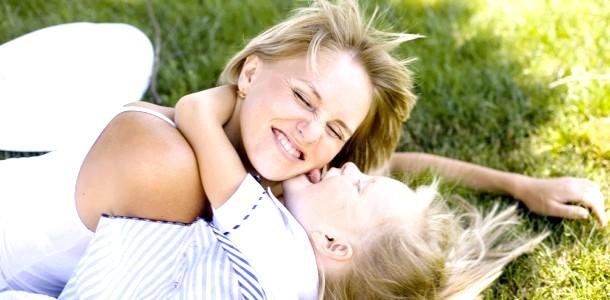 Чим зайняти дитину 2 років: малюкові - розвиток, мамі - відпочинок