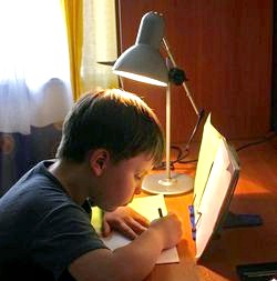 Як допомогти першокласникові зробити уроки фото