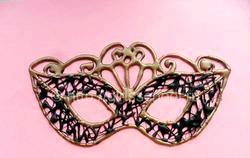 Як зробити карнавальну маску?