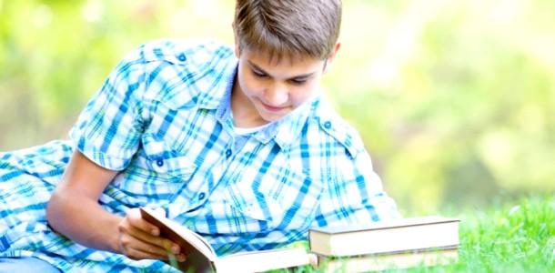Книжкова поличка. Сергій Оксенік «лісом. Небом. Водою »