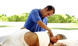 Можна робити масаж вагітним? фото