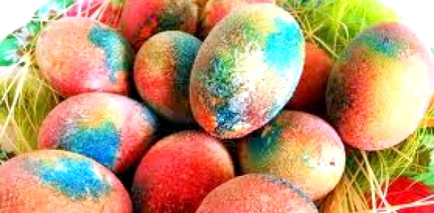 Незвичайні способи фарбування яєць