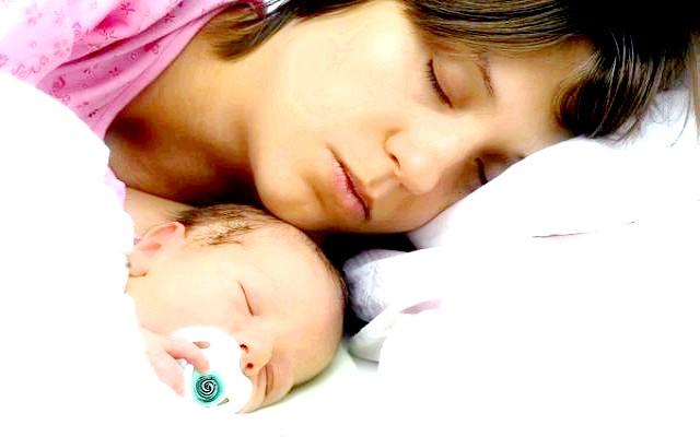Нічний сон з мамою корисний для серця малюка