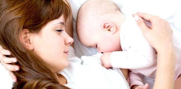Перше годування грудьми: що повинна знати молода мама