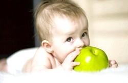 Користь яблук для дітей