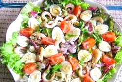 Популярні салати з морепродуктів