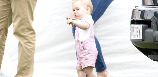 Принц Джордж навчився ходити (ФОТО)