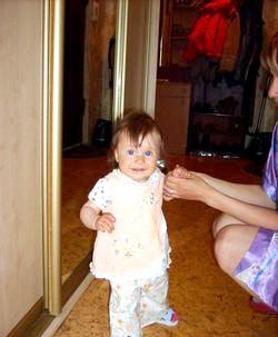 Розвиток дитини у вісім місяців