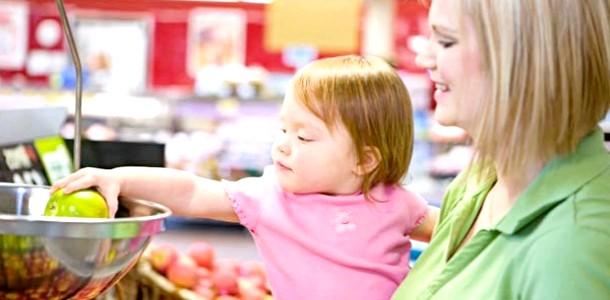 Дитина в магазині: як розважити малюка