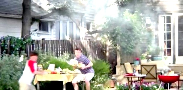 Ролик на межі ризику: тато-рятувальник (відео)