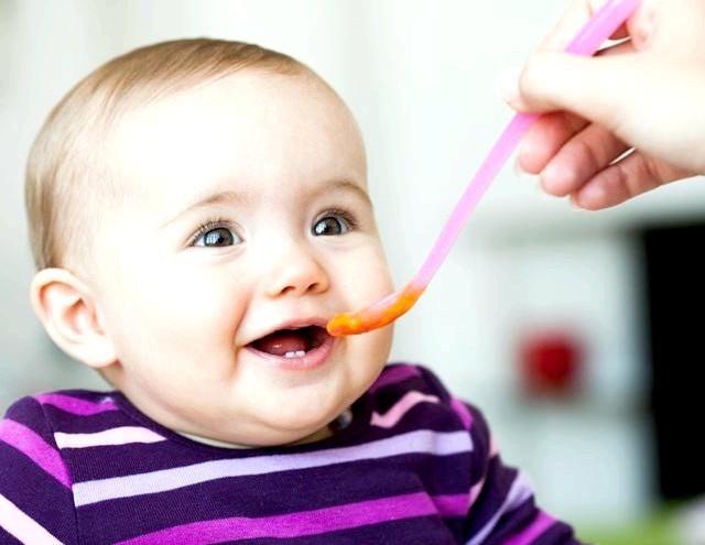 З чого і коли починати вводити прикорм дитині? фото