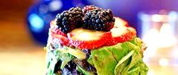 Салат з фруктів з сиром