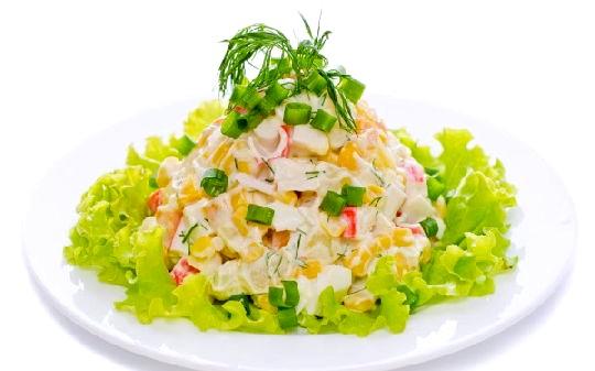Салат із крабових паличок фото