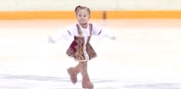 Найменша фігуристка підкорила Інтернет (відео)