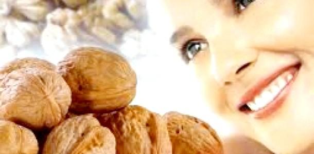 Секрети молодості: тонізуюча і підтягує маска з горіха (відео)