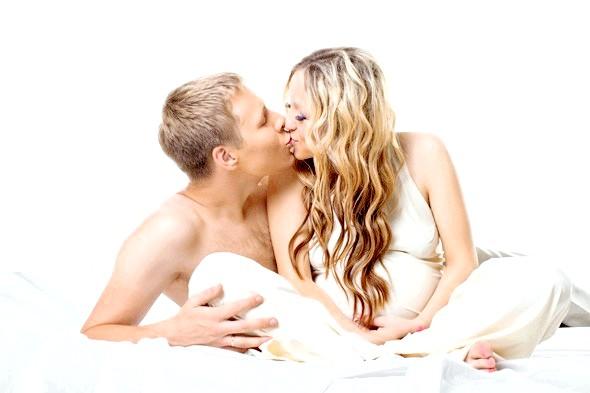 Секс під час вагітності корисний для здоров'я фото