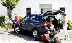 Сімейне подорож на машині за місто