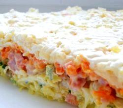 Листковий салат на 8 Березня з сиром і оселедцем. Рецепт з покроковим фото