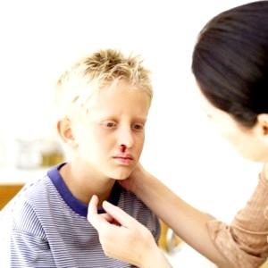 У дитини з носа пішла кров