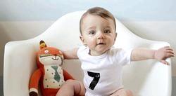 Що повинен уміти дитина в сім місяців?
