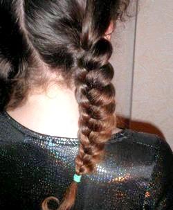 Зачіски для дівчаток з об'ємного колоска. Майстер-клас