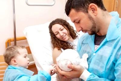Розвиток малюка в перший місяць життя фото