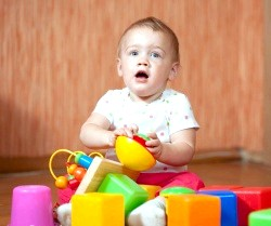 Розвиток дитини в 12 місяців фото