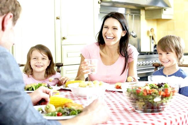 Сімейні вечері зміцнюють психіку підлітків