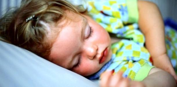 Сон малюка з народження і до 3 місяців фото