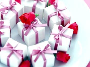 Весільні подарунки для гостей від молодят фото