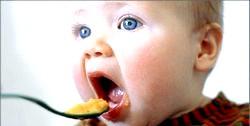 Чим годувати дитину в рік?