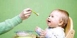 Чим годувати дитину в місяць?