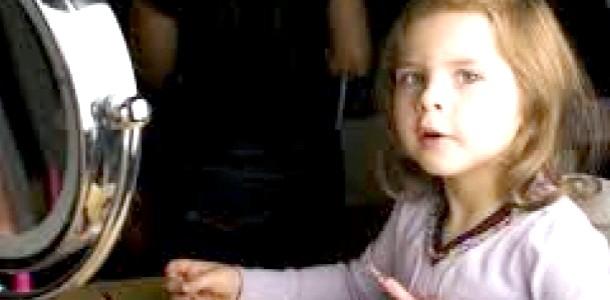 Чим небезпечна доросла косметика для дівчинки? (Відео)