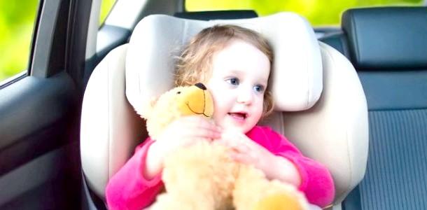Чим розважити дитину в дорозі: поради батькам