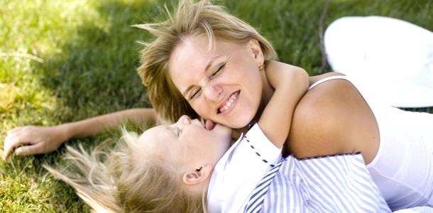 Чим шкідлива материнська любов?