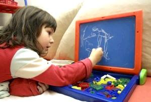 Чим зайняти дитину вдома без допомоги телевізора? фото