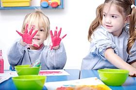 Чого навчають малюків в яслах?