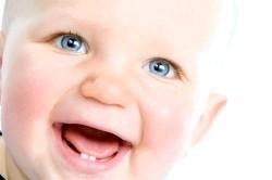 Що робити, коли у дитини ріжуться зуби