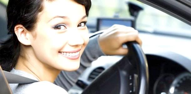 Мама за кермом: 10 корисних порад для початківців водіїв