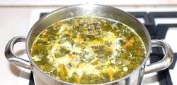 Суп із щавлю з куркою