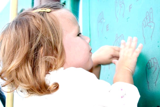Суворе мистецтво на дитячих майданчиках (ФОТО)
