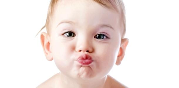 У дитини тріскаються губи: що робити