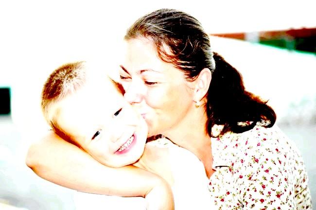 Вусатий ангел-хранитель маленького аутиста (ФОТО)