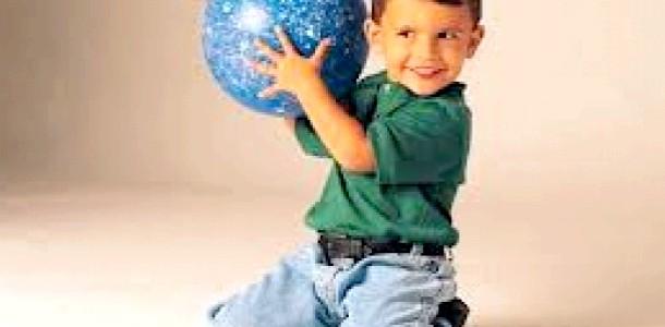 Ранкова зарядка для дитини з м'ячем (відео)