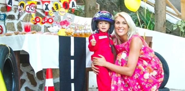 Яна Клочкова показала фотографії з Дня народження сина