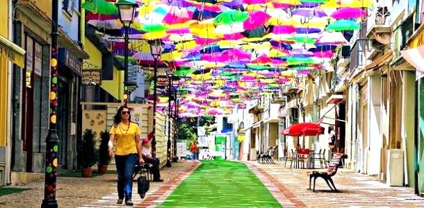 Яскрава Португалія: небо в парасольках (ФОТО) фото